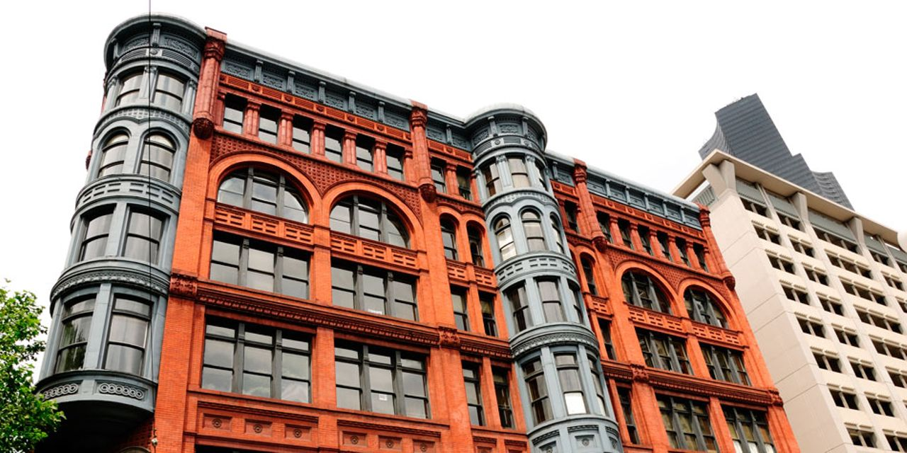 Self-guided walking tour: discover historic Seattle